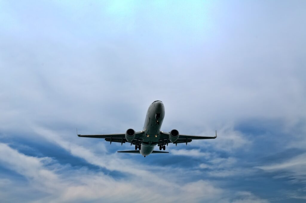 Descending plane to land